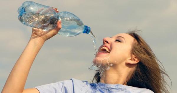 """Điều """"thần kỳ"""" nào sẽ xảy ra nếu bạn uống nước lọc thay nước ngọt trong suốt 1 tháng?"""