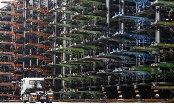 Đường phố toàn ô tô, các thành phố lớn như London, Amsterdam,...làm gì để tránh ùn tắc giao thông?