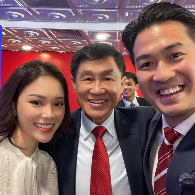 Johnathan Hạnh Nguyễn: Đại gia ngàn tỷ đồng nhưng vẫn gửi cho con từ chai nước súc miệng, luôn góp mặt trong các sự kiện trọng đại của các con - Ảnh 1.
