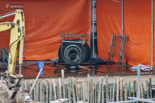 Clip, ảnh: Xác máy bay B52 ở Hà Nội gần 50 năm nổi lên sau khi rút nước hồ Hữu Tiệp - Ảnh 11.