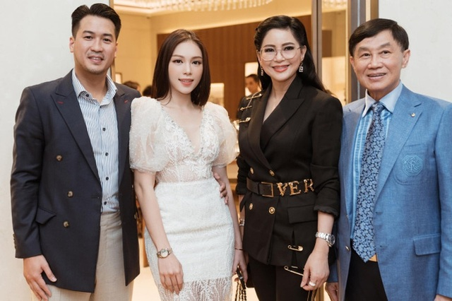 Johnathan Hạnh Nguyễn: Đại gia ngàn tỷ đồng nhưng vẫn gửi cho con từ chai nước súc miệng, luôn góp mặt trong các sự kiện trọng đại của các con - Ảnh 2.