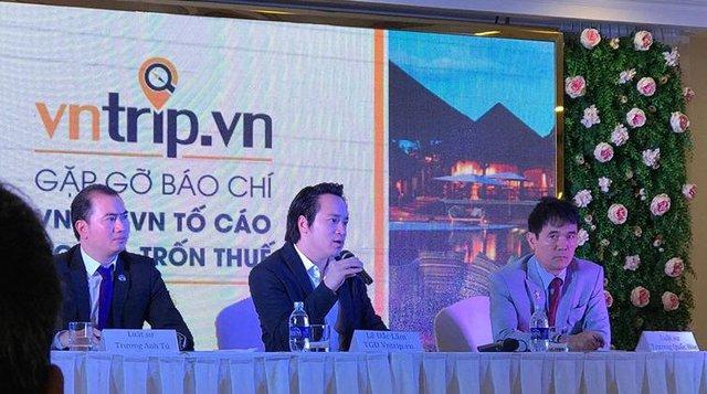 Cuộc gặp gỡ báo chí về chủ đề Vntrip tố cáo Agoda trốn thuế với sự có mặt của 2 luật sư Trương Đình Hòe (bên phải) và Trương Anh Tú (bên trái).