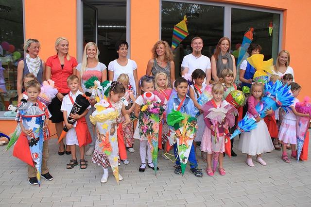 Ngày lễ Einschulung khi trẻ em ăn mừng, vui đùa và được nhận quà tặng lớn trước khi đi học.