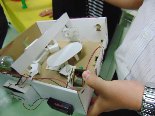 Học sinh lớp 6 tham gai tiết học về sáng chế. Ảnh: Thu Hà.