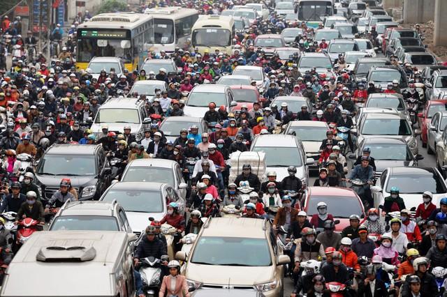 (đừng xb sớm lúc 7h nha a TA :D ) Người Việt nóng tính vì đi xe máy! - Ảnh 2.