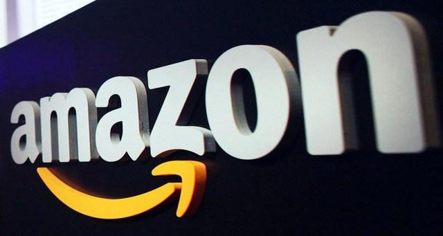 """Chuỗi bán lẻ khổng lồ kinh doanh cả sản phẩm của Donald Trump và Ivanka Trump. Nhưng ngược lại, một số người ủng hộ ông Trump cũng kêu gọi tẩy chay Amazon vì CEO Jeff Bezos nói muốn đưa Trump lên vũ trụ vì sẽ """"làm lụn bại nền dân chủ"""