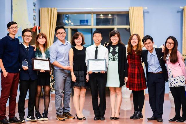 Phương Bách và các đồng nghiệp 9x tại hội nghị quốc gia của tổ chức phi chính phủ AIESEC Việt Nam