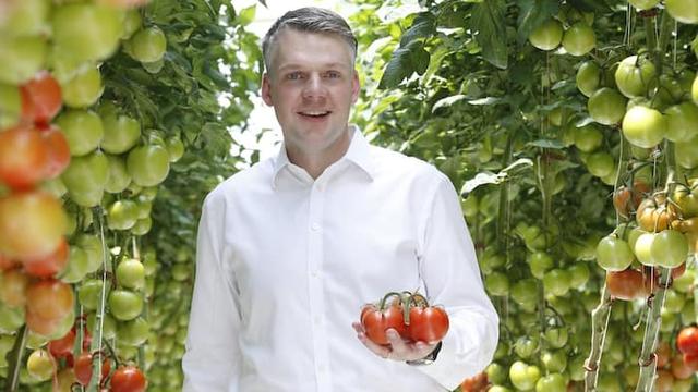 Chân dung Philipp Saumweber, người đang viết câu chuyện cổ tích về phát triển nông nghiệp trên sa mạc.