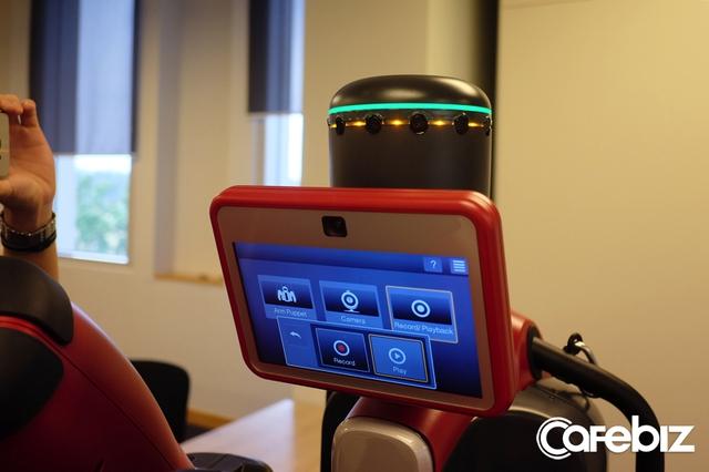Hệ thống cảm biến siêu âm trên đỉnh chú người máy.
