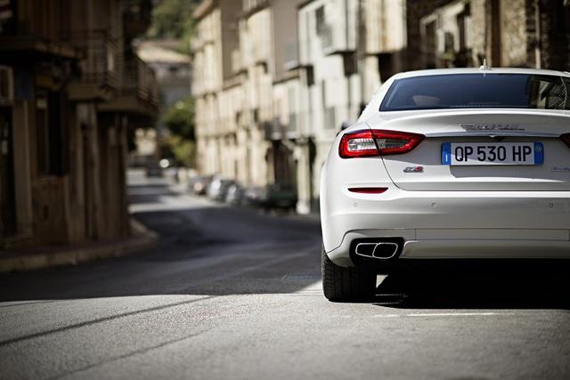 Khách hàng sẽ tự cầm lái những mẫu xe thể thao hạng sang của Maserati trong đường đua và trên đường phố Italy.