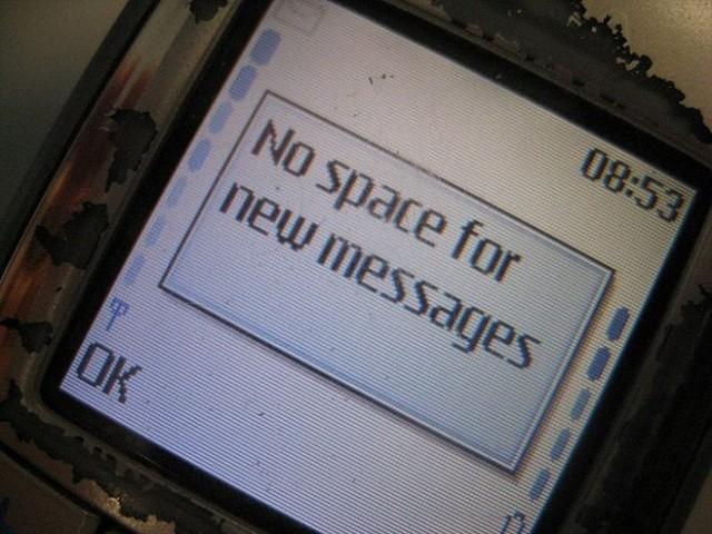 Tiền điện thoại chưa chắc đã đáng lo, bộ nhớ điện thoại di động mới là đáng lo hơn cả, bởi lúc nào cũng phải chăm chăm đi xóa tin nhắn!