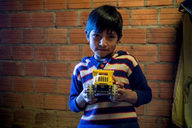 Lũ trẻ ở Bolivia thường sở hữu những chiếc xe tải đồ chơi, nơi mà người ta có mức thu nhập 256 USD/tháng.