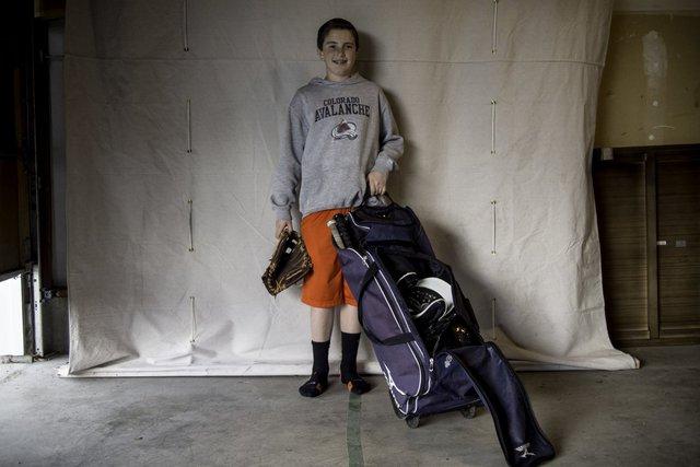 Ở Mỹ, hầu như đứa trẻ nào cũng sở hữu nguyên một bộ đồ nghề chơi bóng chày. Không khó hiểu khi dân Mỹ có mức sống 4.650 USD/tháng.