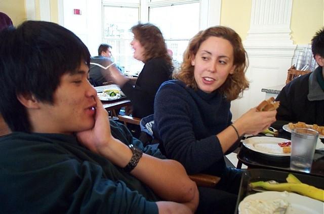 Đa phần sinh viên Harvard có khoảng thời gian ăn uống thoải mái do họ đánh giá cao giá trị của các cuộc hội thoại, kết nối cũng như khoảng thời gian nghỉ ngơi.