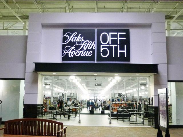 Cửa hàng bán lẻ bán quần áo, nữ trang và túi xách của Ivanka Trump
