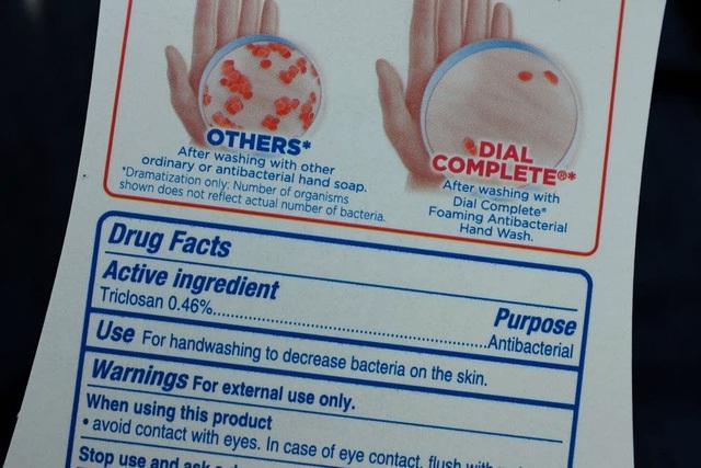Triclosan, triclocarbon và 17 hóa chất khác có trong xà phòng diệt khuẩn bị cấm