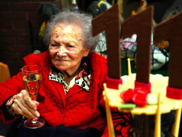 Sự giàu có của Thuỵ Sĩ giúp cho người dân dễ tiếp cận với các dịch vụ chăm sóc y tế cùng thực phẩm nhiều dưỡng chất hơn. Người phụ nữ có tuổi thọ cao nhất Thuỵ Sĩ là cụ Rosa Rein, sinh vào năm 1897 và mất năm 2010.