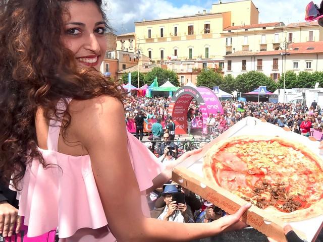 Khoảng cách giàu nghèo thấp ở Ý giúp cho người dân ở quốc gia này được tiếp cận lượng thực phẩm cùng các chế độ y tế như nhau. Khác với các quốc gia khác khi mà người nghèo phải sử dụng các loại thực phẩm kém chất lượng hơn để giảm thiểu chi phí sinh hoạt.
