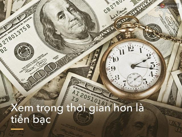 Với bạn tiền bạc sẽ quan trọng hơn thời gian? Nhưng không, những người khôn ngoan sẽ không bao giờ đặt vật chất trên trước. Vì tiền có thể kiếm, tiêu hết rồi lại kiếm, còn thời gian, qua một khắc là đã không trở lại được nữa rồi.