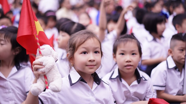 Trẻ em ngày càng được bố mẹ cho tiếp xúc sớm với tiếng Anh