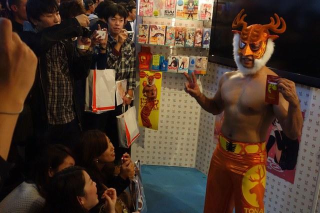 Anh Shimiken cùng người hâm mộ