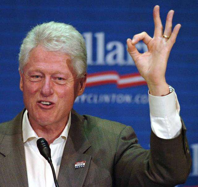 Ông Bill Clinton luôn biết cách sử dụng các cử chỉ sao cho hiệu quả nhất