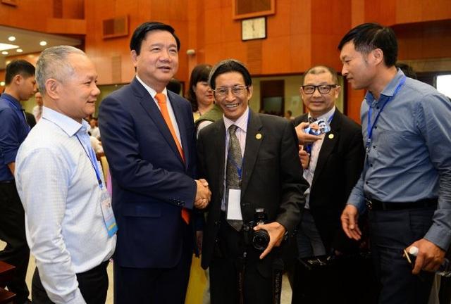 Bí thư Thành ủy TP.HCM Đinh La Thăng gặp gỡ kiều bào - Ảnh: THUẬN THẮNG