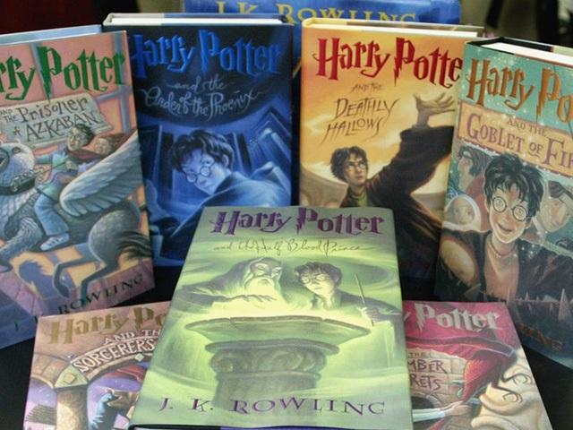 Tác phẩm Harry Potter đã góp phần mang về cho J.K. Rowling cả tỷ USD.