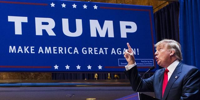 Nhiều người tin rằng Donald Trump thắng cử nhờ tin tức giả mạo từ Facebook