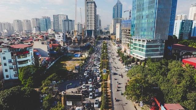 Khi nhìn vào những công trình xây dựng đang ngổn ngang ở 2 bên đường, mật độ dân cư quá dày đặc trong tương lai là điều ai cũng có thể nhìn thấy.