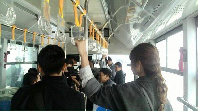 Các PV, tổ kỹ thuật lên xe buýt nhanh chạy thử