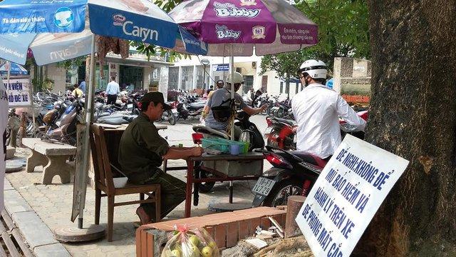 Việc dừng điểm trông giữ xe trong Bệnh viện Bạch Mai sẽ ít nhiều gây khó khăn cho người dân