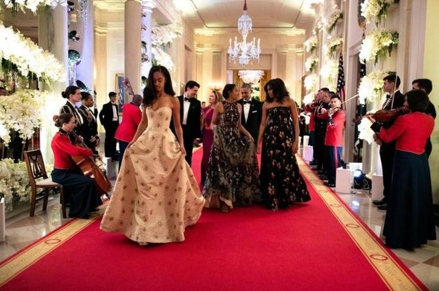 Gia đình Tổng thống Obama lộng lẫy dự quốc yến - Ảnh: AFP