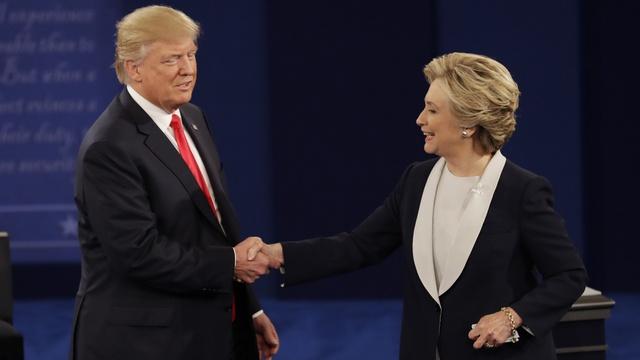 Cả Donald Trump và Hillary Clinton cùng phe, đối đầu với quan điểm tổng thống Obama về vấn đề này - Ảnh 1.
