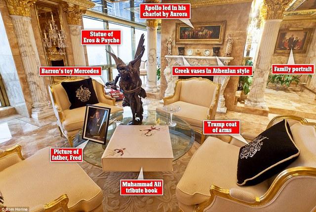 Bên trong phòng khách có thể thấy rất nhiều tác phẩm nghệ thuật cổ điển có giá trị cao. Trên bàn là cuốn sách về Muhammad Ali có giá tới 15.000 USD.