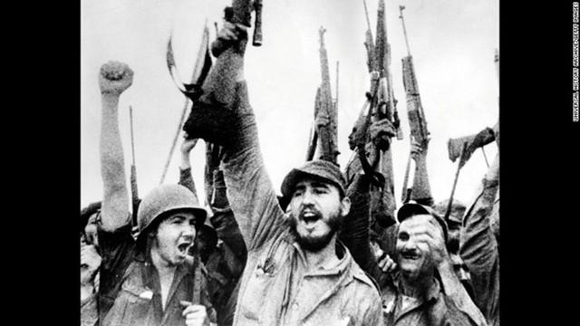 Ông FIdel và các đồng đội ăn mừng chiến thắng sau khi lật đổ chính quyền độc tài Batista vào tháng 1/1959. Ảnh: CNN.