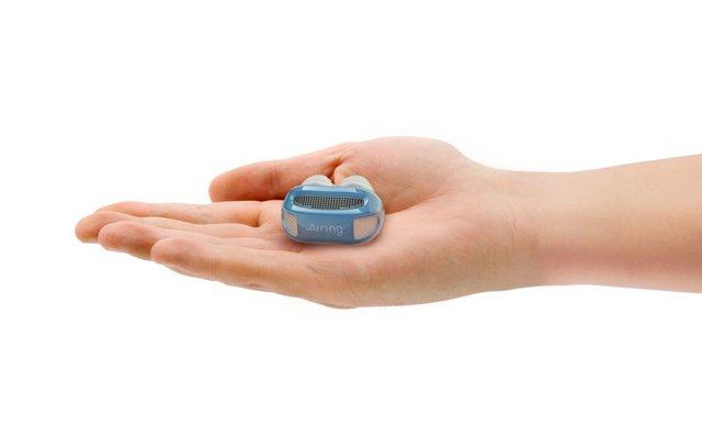 Một thiết bị trông giống như một tai nghe Bluetooth nhưng… dành cho mũi.