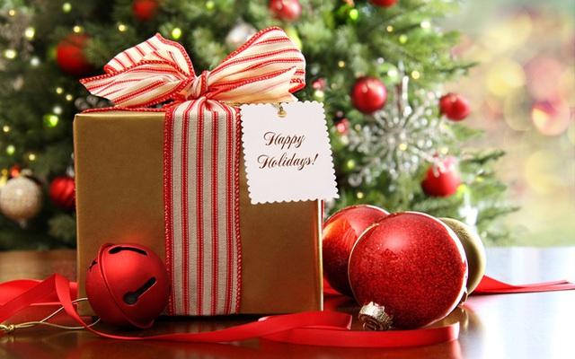 Những món quà từ Ông già Noel chính là tuổi thơ của rất nhiều người