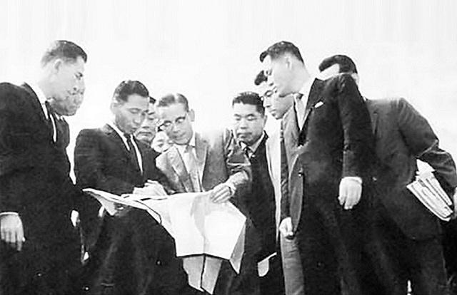 Một cuộc gặp gỡ của Tổng thống Park và chủ tịch Samsung Lee Byung-chul vào năm 1965.
