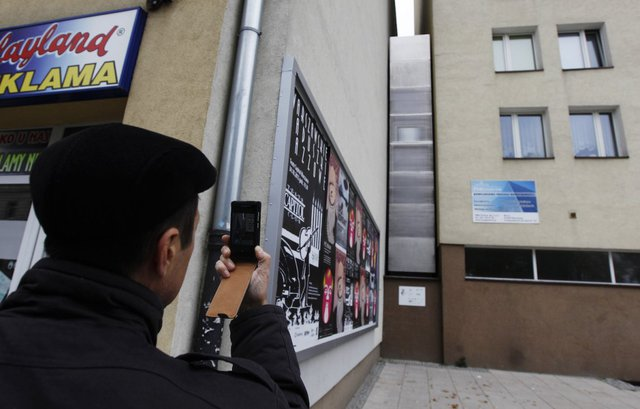 Đừng tưởng nhà mặt phố Việt Nam mới nhỏ, căn nhà tại Warsaw, Ba Lan này được thiết kế bởi nhà thiết kế người Israel, Etgar Keret và chiều ngang của nó chỉ 90cm.