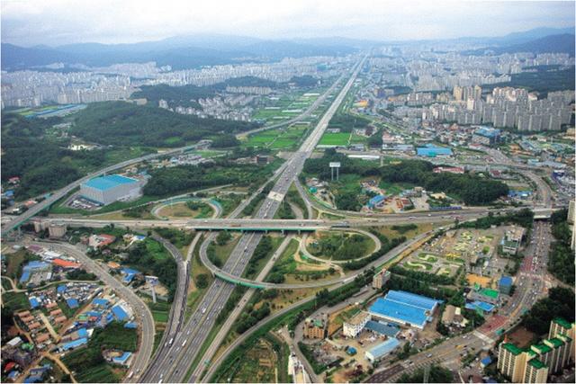 Cao tốc Gyeongbu được Hyundai hoàn thành vào năm 1970.