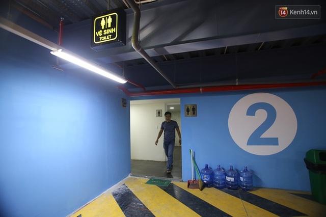 Nhà để xe có nhiều tiện ích như nhà vệ sinh miễn phí để phục vụ khách hàng.