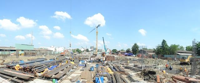 Dự án Him Lam Phú An với hơn 1.500 căn hộ nằm gần cầu Rạch Chiếc đang thi công gần xong móng
