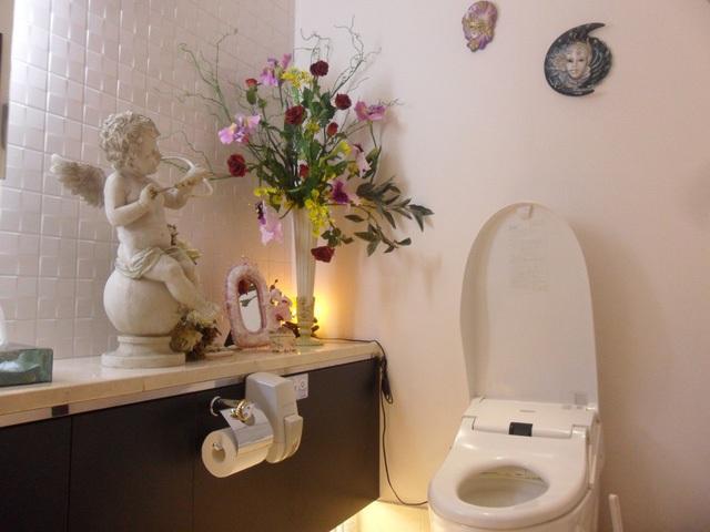 Toilet của người Nhật như một căn phòng thu nhỏ.