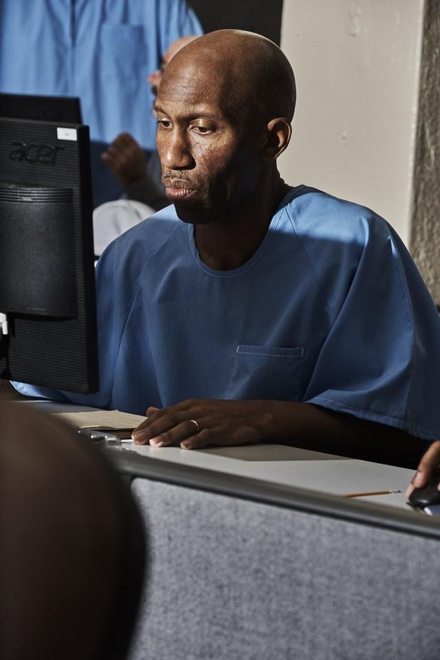 Các tù nhân tham gia Code.7370 được dạy JavaScript, Python, và WordPress và sau đó được thể hiện khả năng của mình ở một sự kiện Demo Day. Cuối năm nay, chương trình này sẽ được triển khai tại ba nhà tù liên bang khác.
