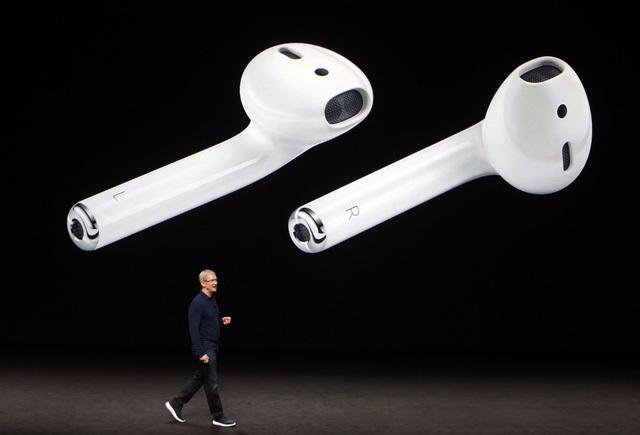 Tai nghe AirPor hay thanh cảm ứng Touch Bar trên MacBook Pro mới vẫn chưa đủ sức tạo nên cơn địa chấn của làng công nghệ thế giới.