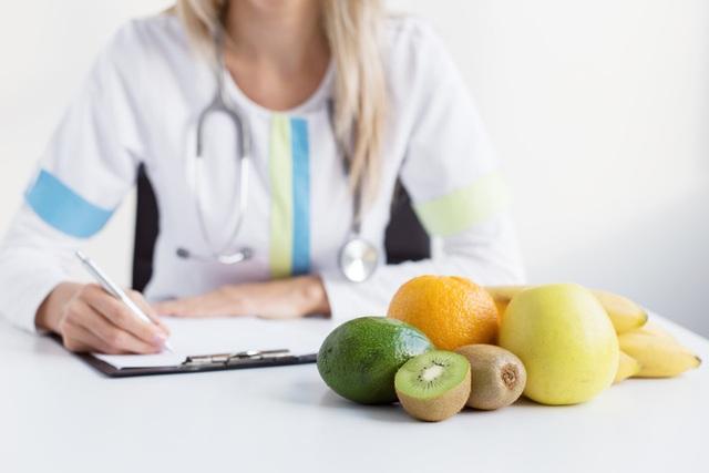 Tham khảo ý kiến của chuyên gia dinh dưỡng đế biết chính xác chế độ ăn tốt nhất dành cho bạn