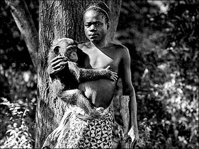 Ota Benga tại sở thú Bronx, New York, Mỹ vào năm 1906.