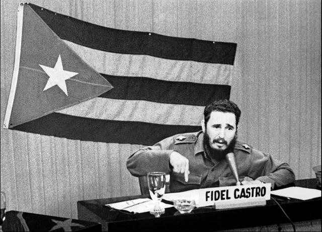 Fidel Castro phát biểu trên truyền hình giữa cuộc khủng hoảng tên lửa Cuba năm 1962. Ảnh: Getty.