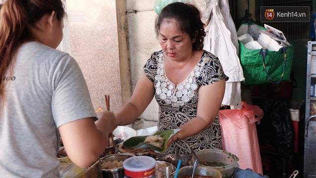 Cô Hương là người nối nghiệp bán xôi khi cha mẹ sang nước ngoài định cư.